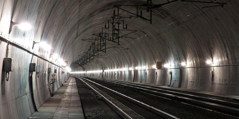 Tunnel safety lighting